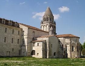280px-Saintes Abbaye-aux-Dames chevet et clocher